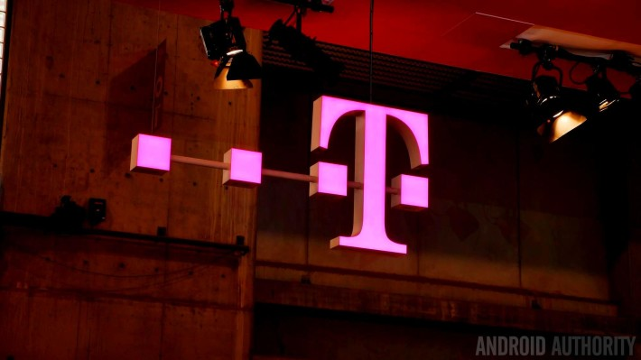 t-mobile logo mwc 2015
