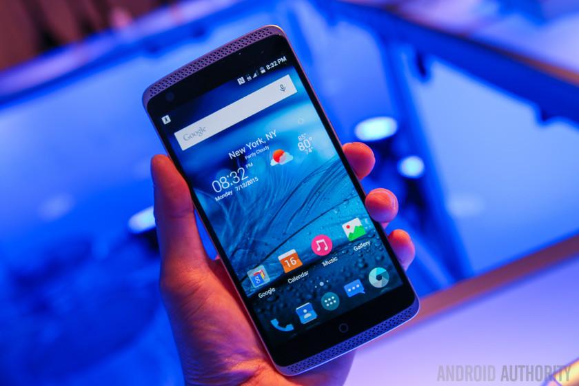 ZTE AXON Phone Hands On-14