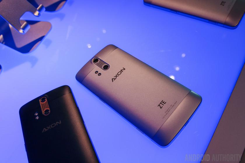 ZTE AXON Phone Hands On-8